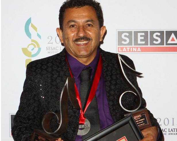 """Jesús Arel  Barreras obtuvo el recnocimiento del Compositor del Año y por el tema """"Llammada de mi Ex"""", que interpreta La arrolladora Banda El Limón."""