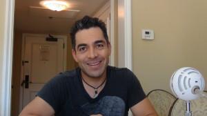 Omar Chaparro platicó con KioskoNews acerca de Pulling Strings.