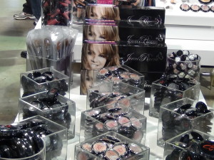 Los cosméticos de la línea Jenni Rivera. Foto: Trajecta