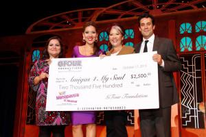 La noche de apertura en Hollywood el musical otorgo dinero a varias organizaciones de la comunidad.