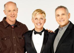 Ellen DeGeneres con los productores Craig Zadan y Neil Meron.