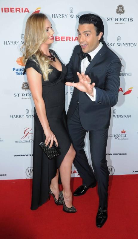 Jaime Camil con su pareja  Heidi Balvanera.