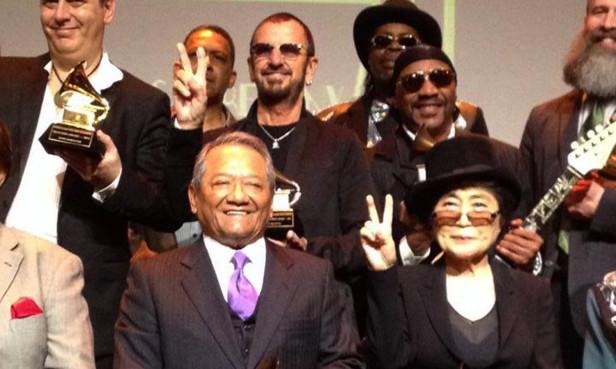 Armando Manzanero convivió con Ringo Starr y la viuda de John Lennon, Yoko Ono, y la viuda de George Harrison, OliviaHarrison. Foto: Especial