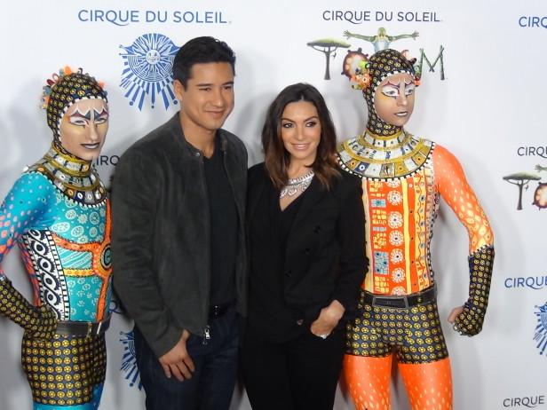 Mario Lopez con su esposa Courtney Mazza. Foto: KioskoNews