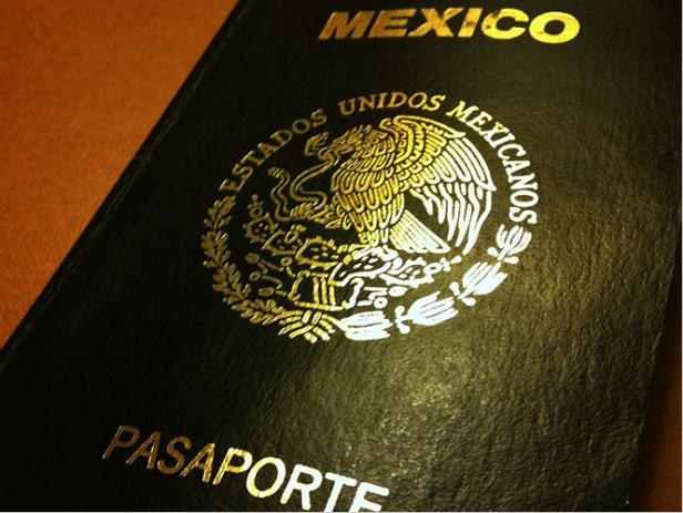 El pasaporte es uno de los documentos que se expiden en el Consulado General de México de Los Angeles con previa cita.