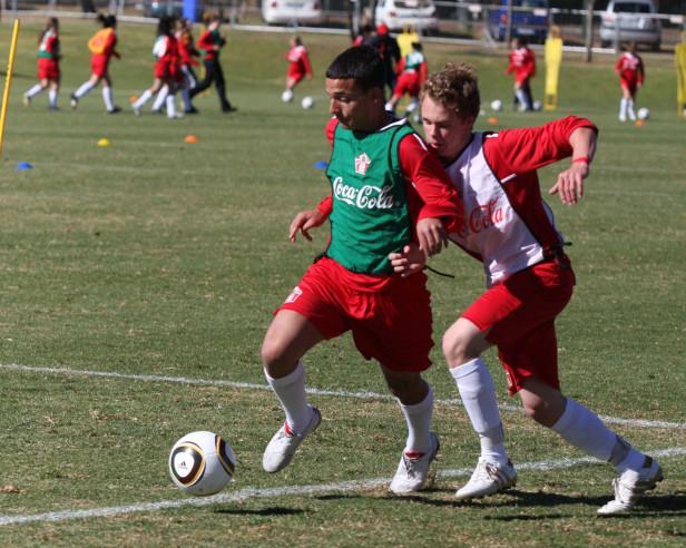 Los seleccionados ganarán un viaje al Campamento de Futbol de la Copa Coca Cola en Brasil durante la Copa del Mundo FIFA 2014.