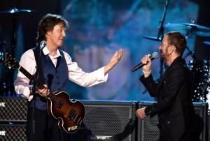 "Paul McCartney y Ringo Starr durante la grabación del programa ""The Night That Changed America: A GRAMMY Salute To The Beatles"". Foto: Especial/Getty"