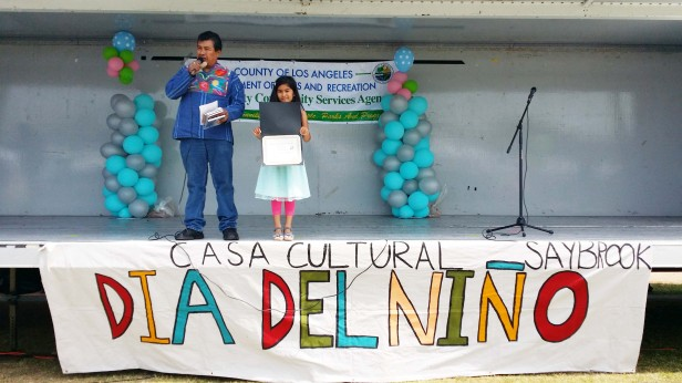 sabela Miranda formó parte del elenco musical que amenizó la fiesta del Día del Niño de casa Cultural Saybrook. Foto: Kioskonews