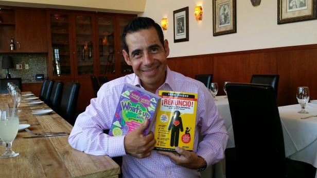"""Yordi Rosado promueve los libros 'Quiúbole' (What's Up) y """"¡Renuncio!"""" Tengo un Hijo Adolescente y ¡No Se Qué Hacer!"""" . Foto: Kioskonews"""