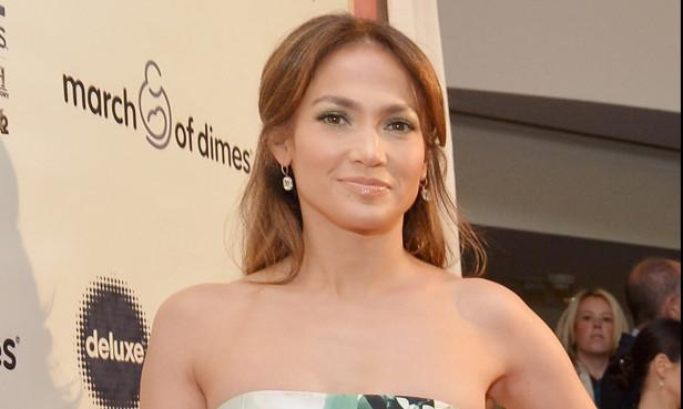 Además de cantante, actriz, productora, empresaria y mamá, Jennifer López da a conocer otra faceta, la de escritora.