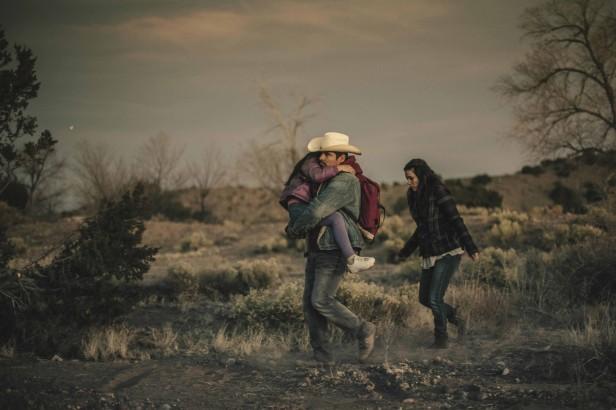 Michael Pena and Eva Longoria en Frontera. Fotos: Magnolia Pictures.