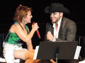 La sorpresa de la noche fue cuando La Guzmán anunció a Gerardo Ortíz. Foto: Claudia León