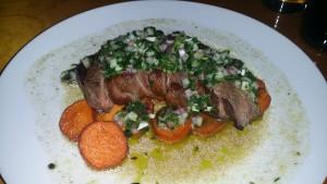 Chimichurri sobre un filete de carne