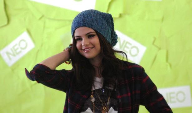 Selena Gómez desbancó de la lista de popularidad de la red social a su mejor amiga Taylor Swift y a su novio Justin Bieber.