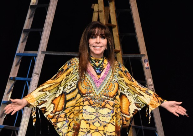Verónica Castro regresa a los escenarios para protagonizar la obra 'Aplauso: Un musical para una estrella'.
