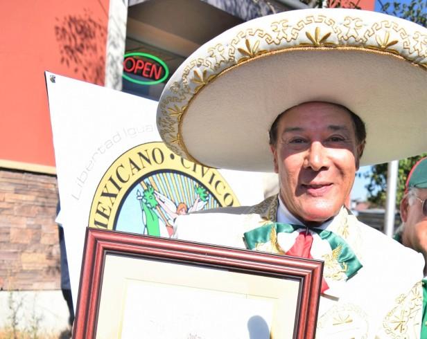 Fernando Allende fue nombrado el Gran Mariscal del Desfile del Día de la Independencia de México . Fotos: Carlos Molina