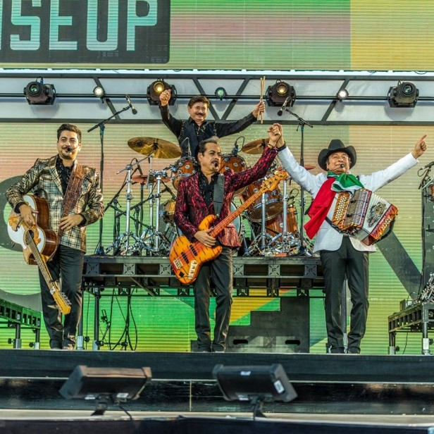 Los Tigres del Norte abrieron el 'Rise Up as One'. Fotos: Especial