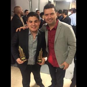 Alfredo Olivas y su manager.