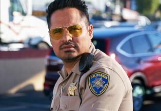 Michael Peña  personifica a Frank Poncherello en 'Chips'.