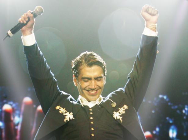 Alejandro Fernandez dio El Grito ante unas 18 mil personas en la Arena T-Mobile.