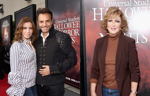 Eugenio Derbez, su esposa Alexandra Rosaldo y Angélica María desfilaron por la red carpet de la inauguración del Halloween Horror Nights 2017 de Universal Studios Hollywood.