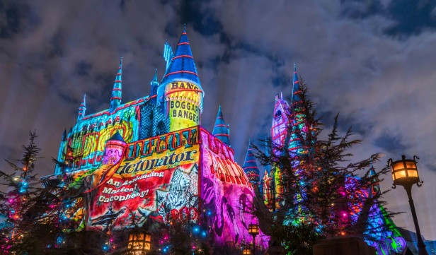 """El """"Christmas in The Wizarding World of Harry Potter"""" es un agasajo de Navidad espectacular """"Christmas in the Wizarding World of Harry Potter"""" en Universal Studios Hollywood."""