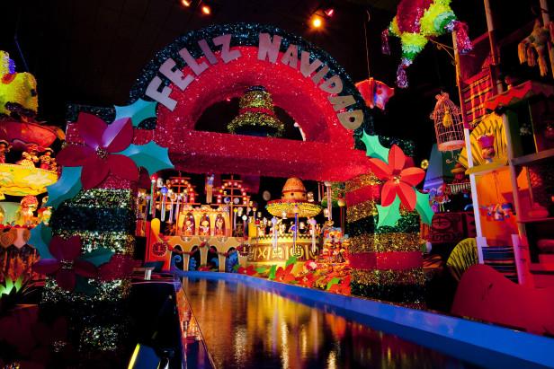 Los visitantes también podrán disfrutar de atracciones como Its's Small World, el nuevo 'Mater's Jingle Jamboree' y 'Luigi's Joy to the Whirl' junto a tradiciones festivas que regresan como 'World of Color-Season of Light' y el desfile 'A Christmas Fantasy'. Fotos: Especial