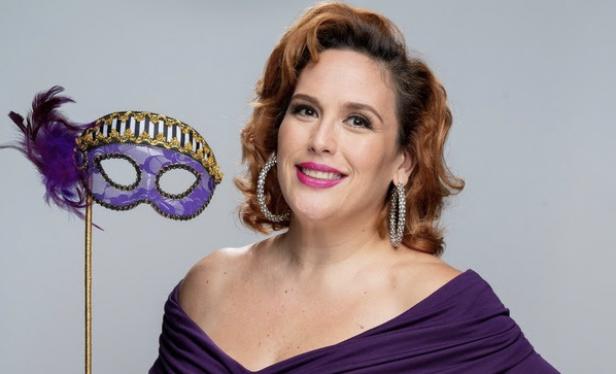 aNGELICA vale conducira el programa de concurso La Mascara del Amor, de EstrellaTV, 2021