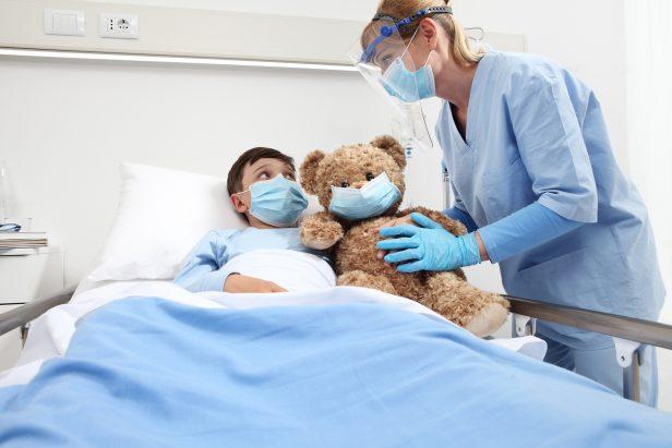 Paciente joven en hospital